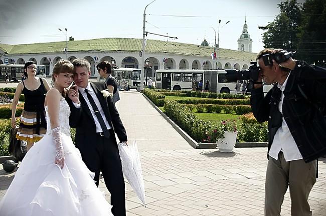 Фотографирование молодоженов в центре Костромы